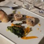 coscio di coniglio ripieno di olive taggiasche e spinaci saltati in padella